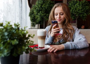 Keeping Your Kids Safe Online: Mobile Phones and Smartphones Guide